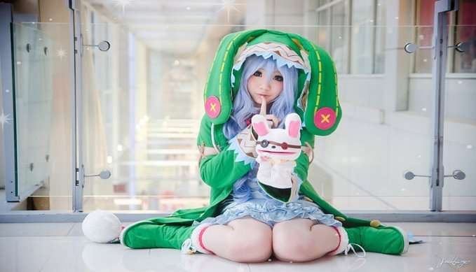 date-a-live-cosplay-yoshino